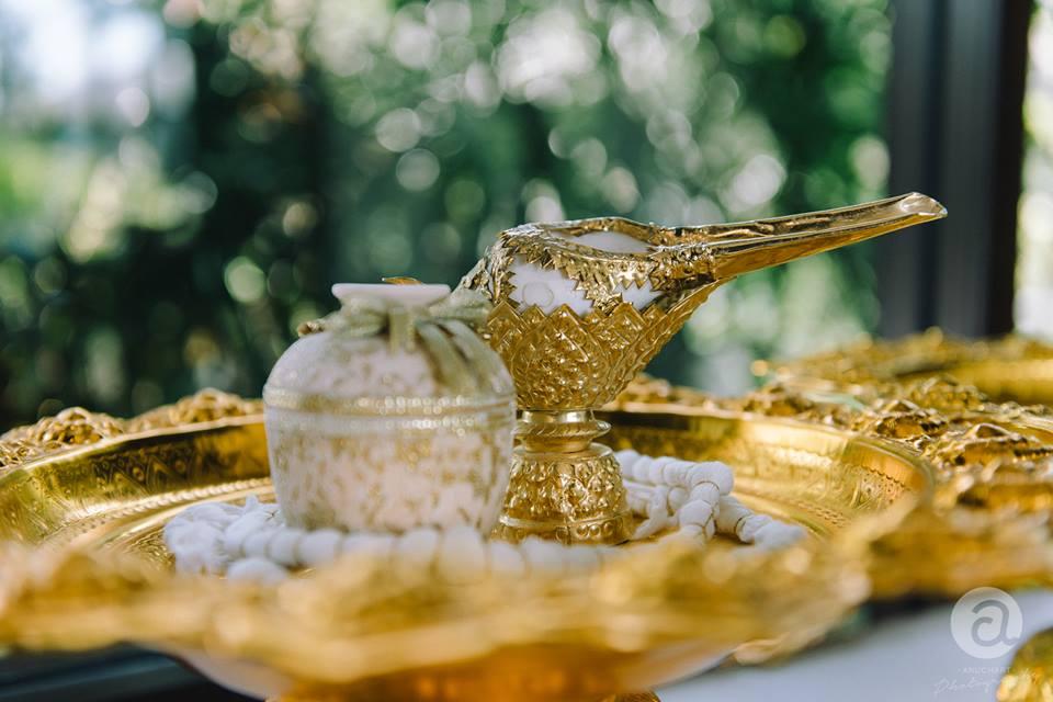 ความหมายของพิธีรดน้ำสังข์ ในพิธีแต่งงานไทย