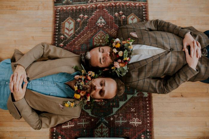ไอเดียจัดงานแต่งงานชายรักชายอบอุ่นเรียบง่ายสไตล์วินเทจ